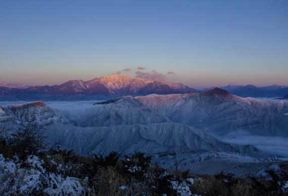 【相遇云海】邂逅四人同山 小众轻户外摄影旅行之地 观雪山云海 日出佛光2日徒步之旅