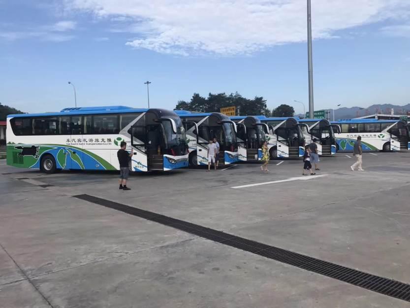 旅游大巴车 (3)