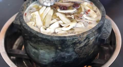 鲁朗石锅鸡
