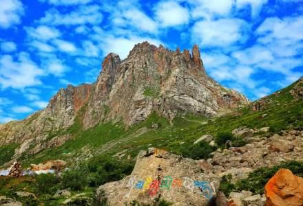 莲宝叶则·石头山--高原秘境,人少景美,满足你对旅行的所有想象!