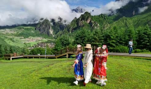 约会扎尕那 隐匿在云端的自然村 甘肃的徒步圣地 半边烟火半边仙