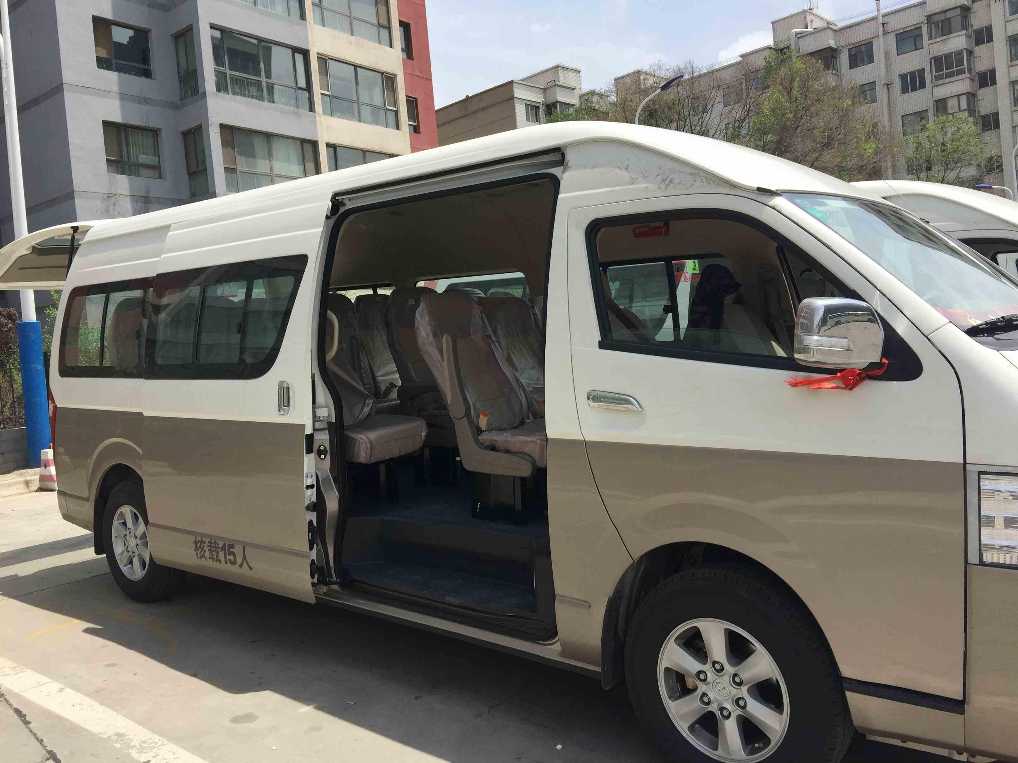 九龙中巴车